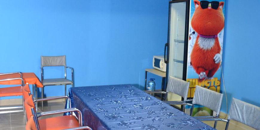 Чайпитие в банкетной комнате после игры в лазертаг